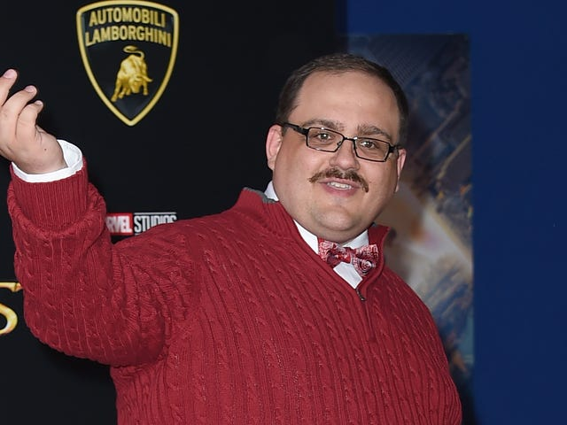 Ken Bone Is Getting Drunk and Tweeting Through the State of the Union