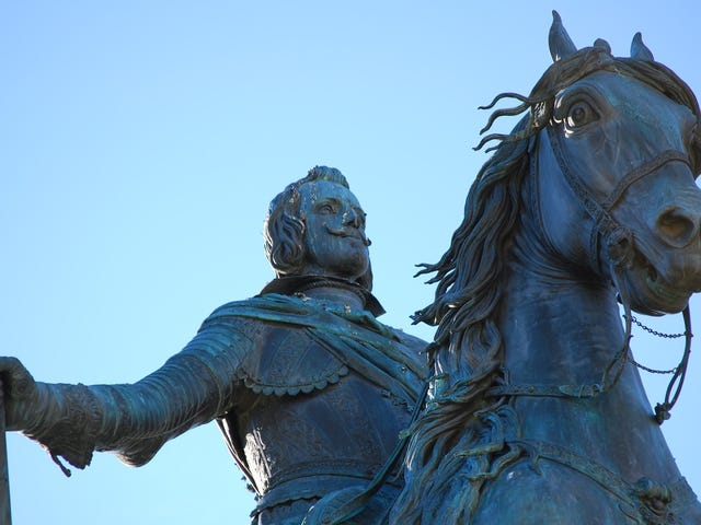 Hay una estatua en Madrid que necesitó la ayuda de Galileo Galilei para poder levantarse