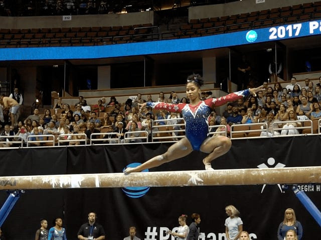 Gymnast Botches Skift Beam, Kind Of Invents Ny Færdighed