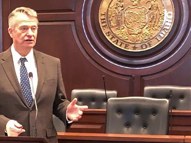 Idaho guvernör undertecknar två anti-trans-räkningar i lag