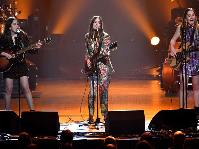 Haim Fired Their Agent Because They Were Paid 10 Times Less Than a Dude