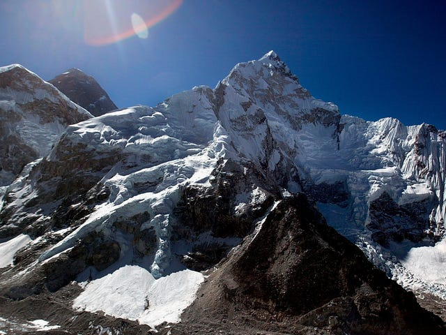 Scientists Just Installed the World's Highest Weather Station in Mount Everest's 'Death Zone'
