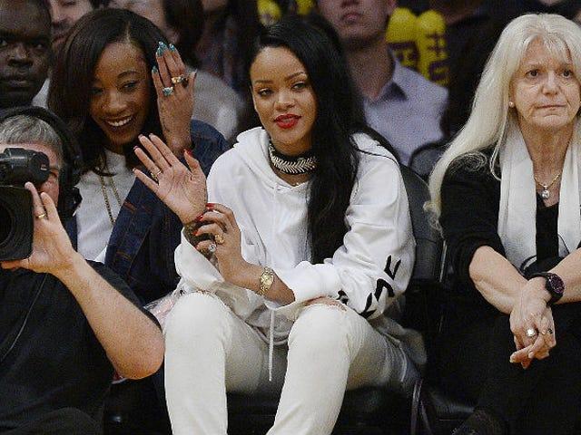 Rihanna on allekirjoittanut sopimuksen vapauttamaan oman meikkiviivan