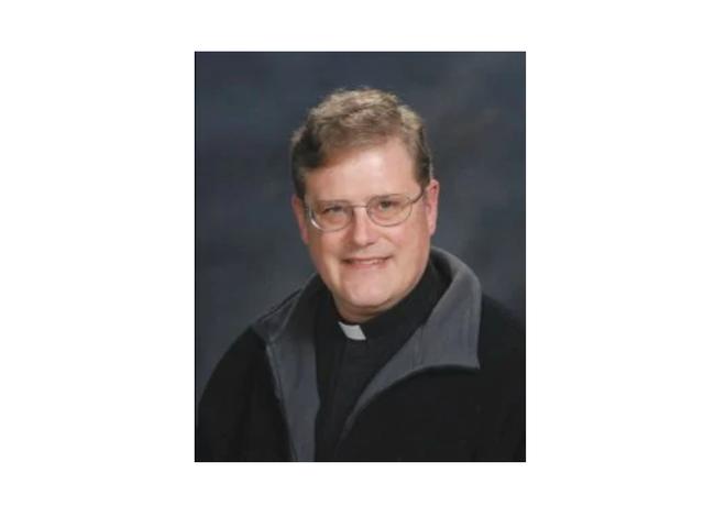 Va. Un prêtre catholique démissionne temporairement après avoir révélé qu'il était autrefois membre du KKK