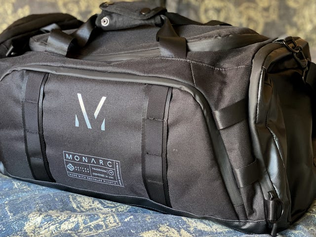 Monarc的Settra系列袋子由100个再生塑料瓶制成,在道路上具有可持续性