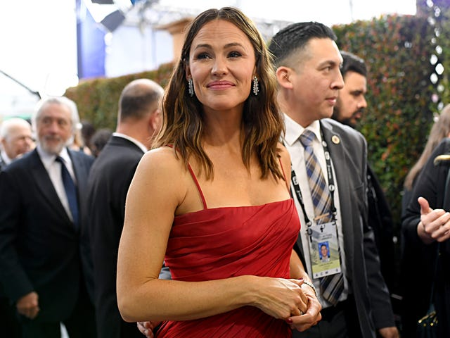 Can Jennifer Garner's New Boyfriend Fall Back For a Sec?