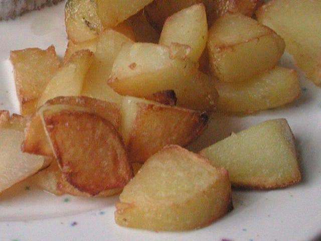 Mikroaaltouunin perunat ennen paistamista täydelliseen tekstuuriin