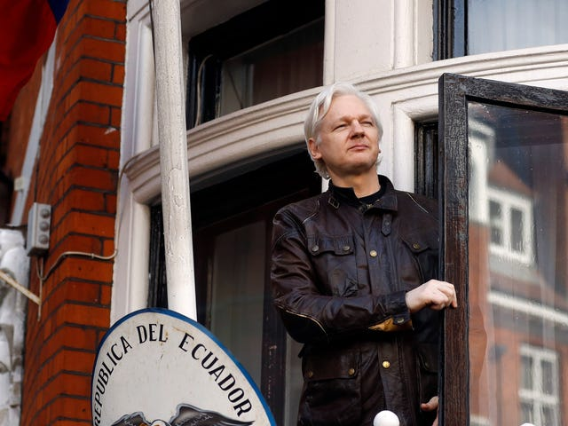 Trump Now Pretending He's Barely Heard of Julian Assange