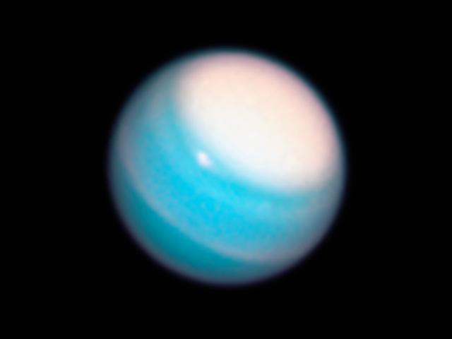 哇,天王星看起来完全搞砸了