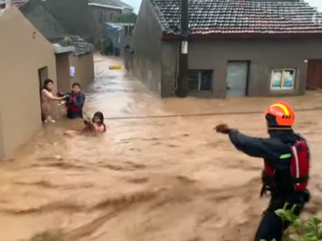 Ít nhất là 22 người chết, hơn một triệu người được báo cáo đã di dời khi cơn bão Lekima làm cho đất liền ở miền đông Trung Quốc