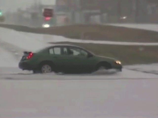 当他们驾驶汽车进入巨大的洪水湖时,这个人的想法是什么?