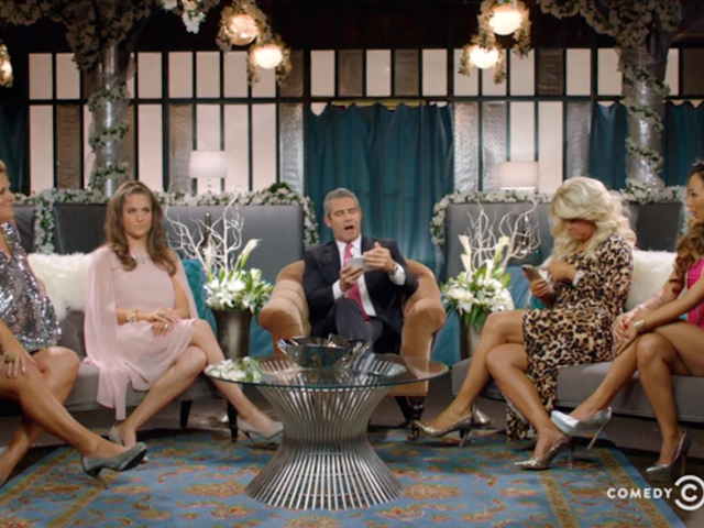 Si Andy Cohen ay umaayon sa Hosted Dramatic Season Finale ng <i>Inside Amy Schumer</i>
