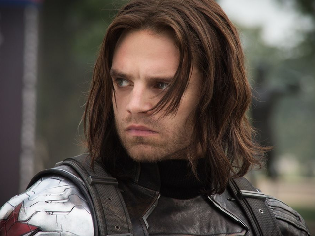 Sebastian Stan sier Falcon and the Winter Soldier Is 'Very Much in the World' som Captain America: The Winter Soldier