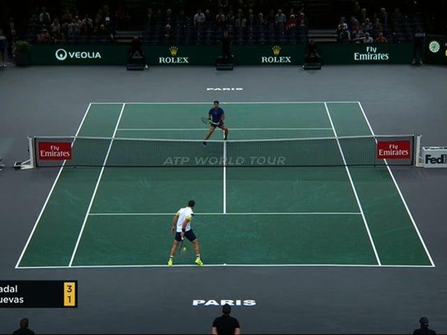 Pablo Cuevas går mellem benene til vinder forbi Rafael Nadal