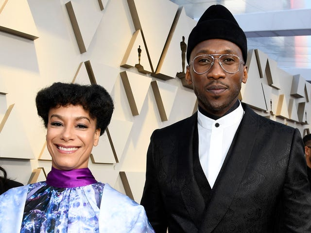 Mahershala Ali Should Always Wear Glasses, Even If He Doesn't Need Them