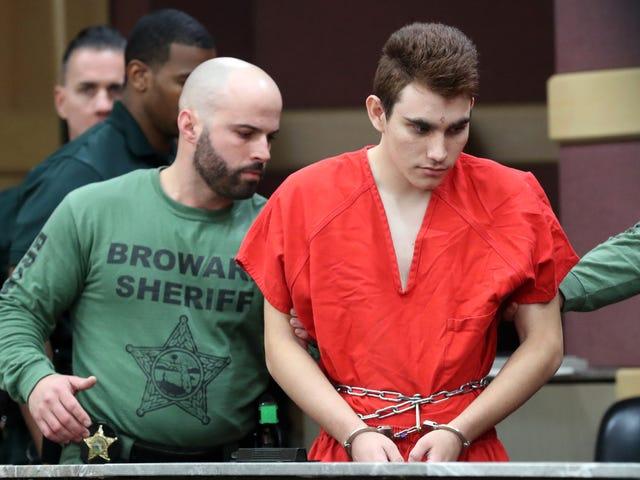 据称,等待审判期间,佛罗里达州Parkland的Shooter在捐赠中收到性照片,粉丝邮件和数百美元:报告