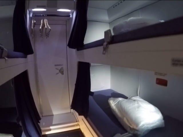 乗組員が居眠りできるエアバスA380の秘密のコンパートメントの中
