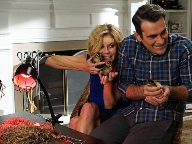 """<a href=""""https://tv.avclub.com/phil-dunphy-brings-joy-to-an-otherwise-dull-episode-of-1798185233"""" data-id="""""""" onClick=""""window.ga('send', 'event', 'Permalink page click', 'Permalink page click - post header', 'standard');"""">Phil Dunphy brings joy to an otherwise dull episode of <i>Modern Family</i></a>"""