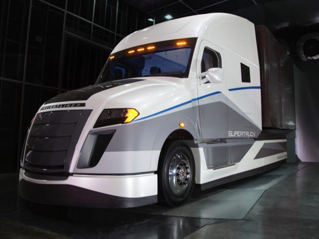Freightliner SuperTruckが平均的なビッグリグのMPGを2倍以上に