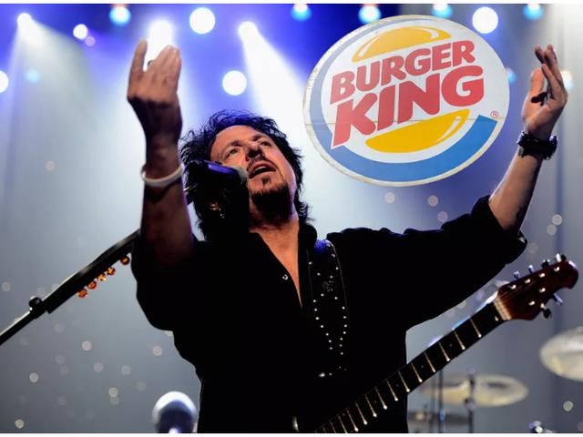 """I dipendenti di un Burger King britannico ascolteranno """"Africa"""" di Toto 108 volte oggi"""