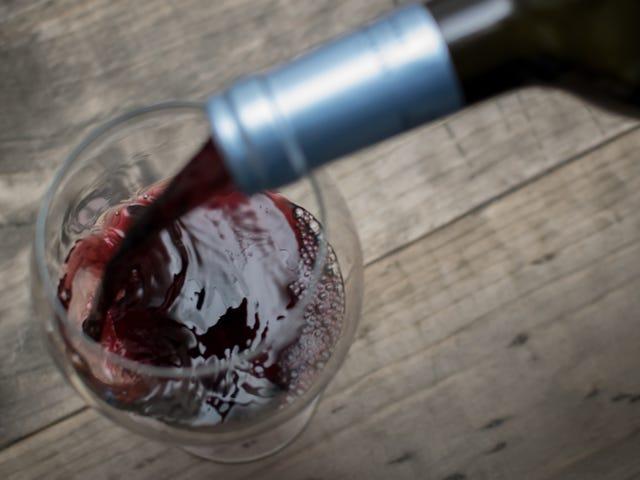 Perché dovresti raffreddare il vino rosso