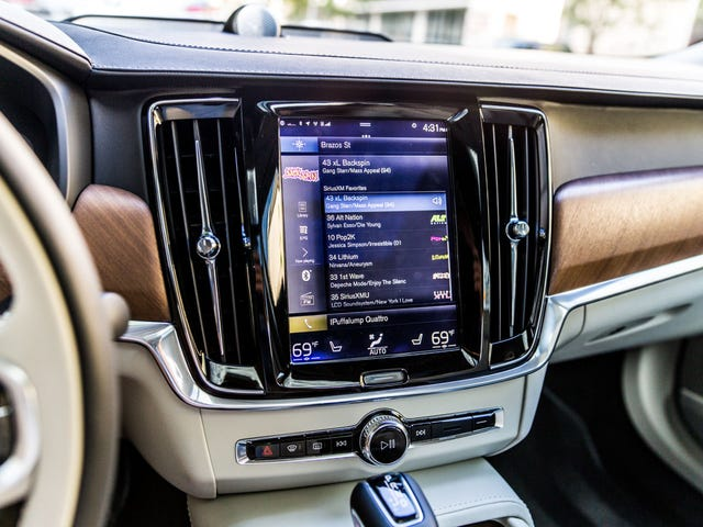 You Must Read This Extremely Detailed Guide To Every In-Car Infotainment System In 2018