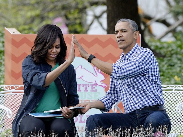 Barack and Michelle Signed Book Deals, Will Write Memoirs