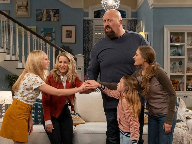 Netflix's TGIF-style sitcom about WWE's The Big Show will make you feel like it's 1993 again