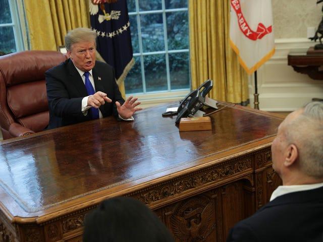 Observa: funcionario chino se ríe a carcajadas cuando el presidente Trump demuestra que no entiende a WTF de quien está hablando