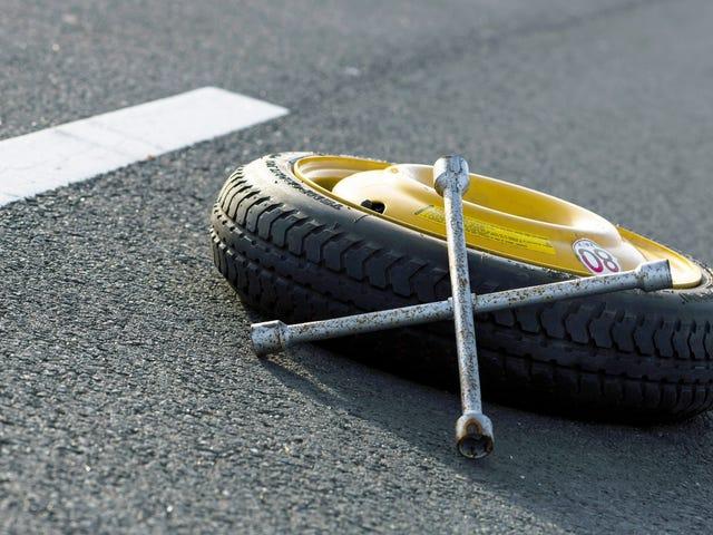 当您将空气注入轮胎时,请检查您的备件