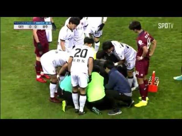 Korean jalkapalloilijan odotetaan täysin toipuvan sen jälkeen, kun hänen kaulansa on taattu kentällä