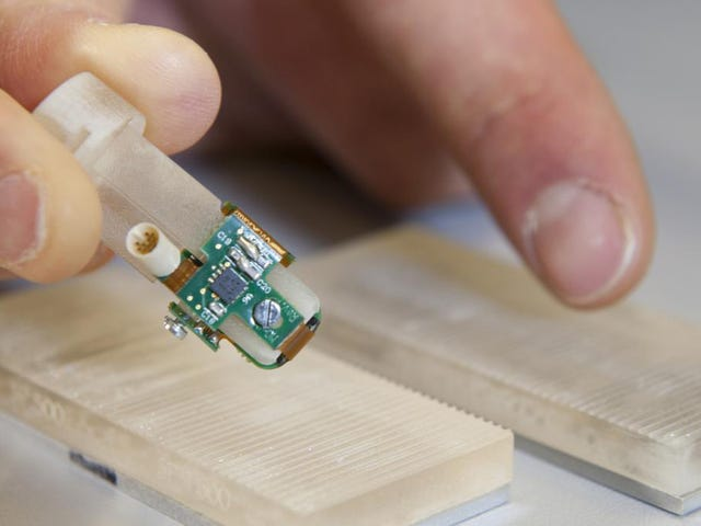 This Bionic Fingertip Lets Amputees Feel Rough and Smooth