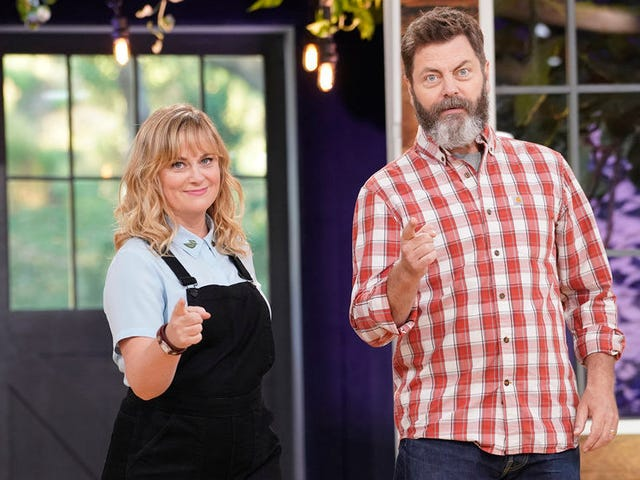 Amy Poehler and Nick Offerman give crafting the Great British Bake-Off treatment