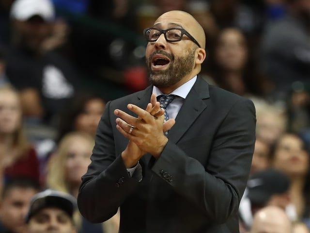 Los Knicks están acariciando la cabeza de Frank Ntilikina y diciéndole que espere aquí mientras mamá toca el timbre del timbre del convento