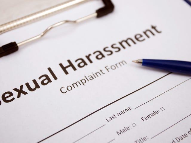 Zwarte vrouwen worden vaker seksueel lastiggevallen tijdens het werk, zo blijkt uit een studie