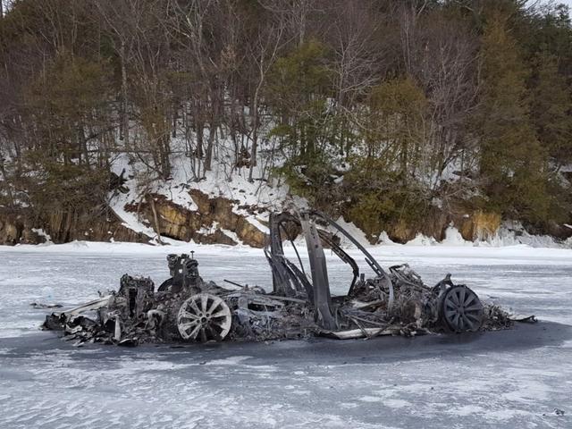 Voici comment le modèle X de Tesla a brûlé sur un lac gelé sans traverser la glace