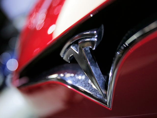Two More High-Ranking Tesla Employees Are Out Amid Model 3 Production Issues