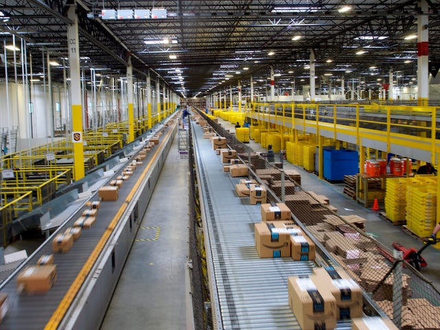 Amazon Is the Post Office's Best Friend, No Matter What Trump Tweets