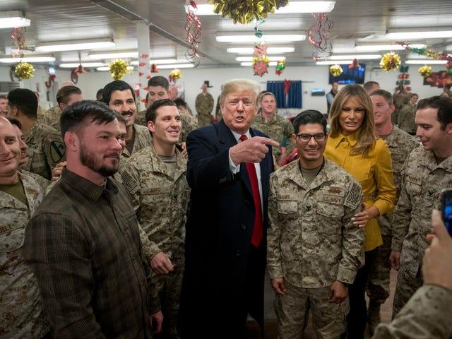 Trump synes at have udilsigtet afsløret identiteterne i et skjult Navy SEAL Team på Twitter