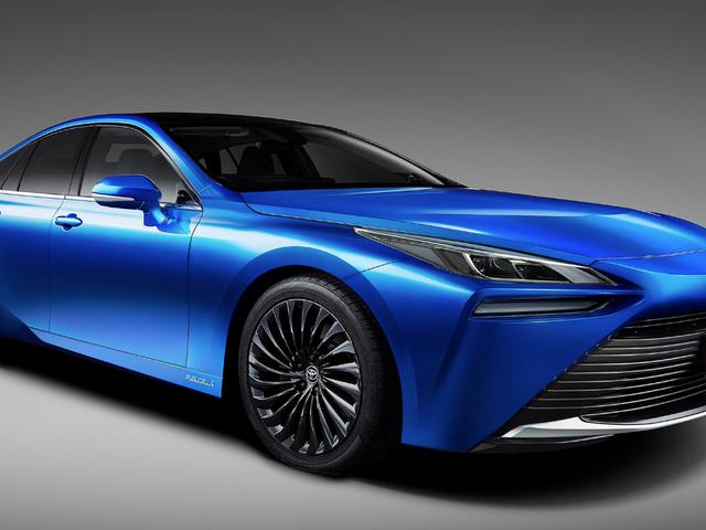 Toyota Mirai 2021 ít xấu xí hơn, dẫn động cầu sau và vẫn chạy bằng hydro