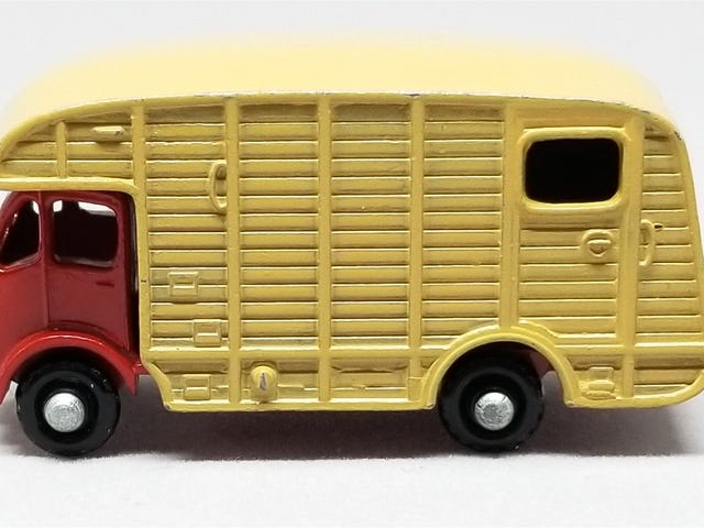 [REVIEW] Lesney Matchbox ERF Marshall Horsebox - a different one