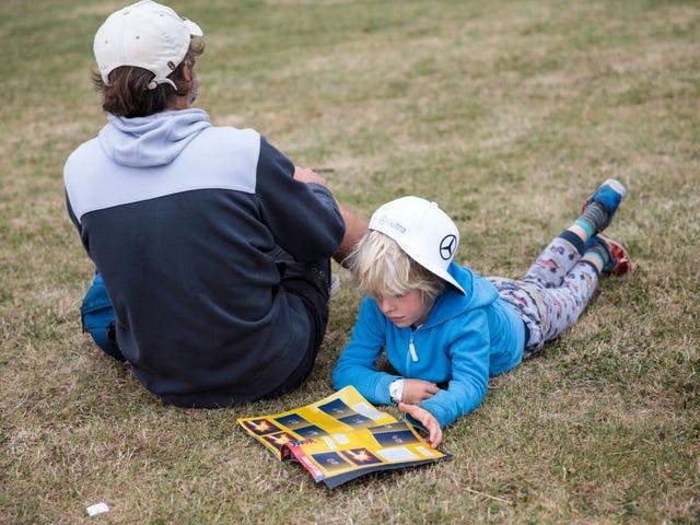 หนังสือ <i>The Adventurous Mailbox</i> เด็กตื่นเต้นกับการเรียนรู้เกี่ยวกับประเทศอื่น ๆ