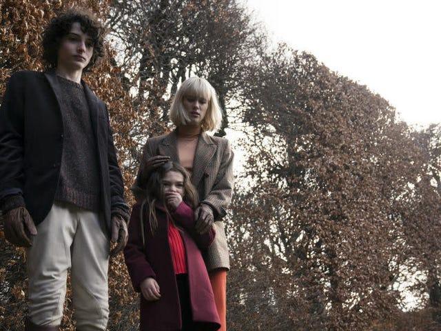 Perkara yang Tidak dikenali 'Finn Wolfhard Adalah AF menakutkan dalam Trailer untuk Kisah Seram Gothic Turning