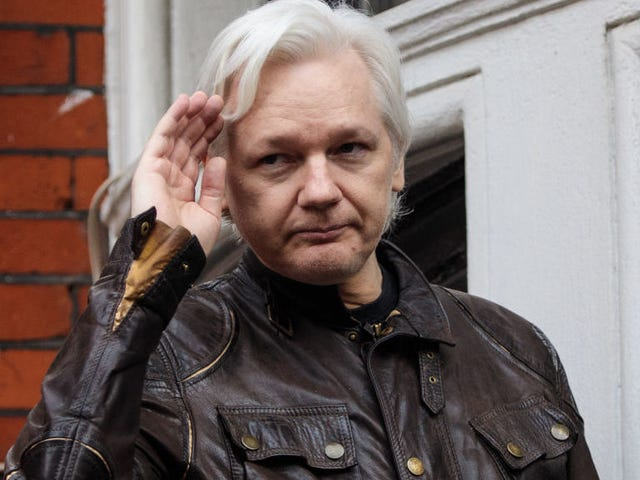 Assange irrotti likaa Venäjälle, joka ehdotti voimakkaasti siteitä kusipääksi <em></em>