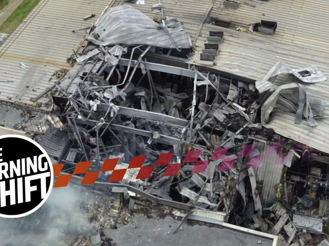 破壊的なフォードF-150サプライヤーの火災は、空気を介して従業員を投げた爆発を持っていた