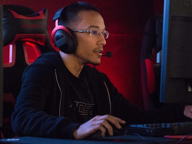 Puerto Rican <i>Overwatch</i> Player Isn't Letting Hurricane Irma Derail His Career