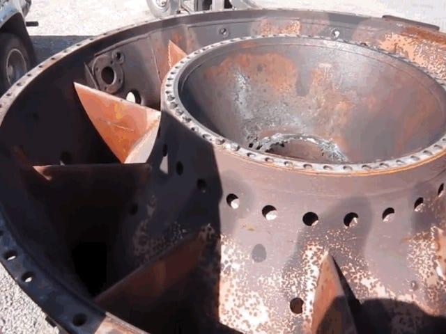 Den forvirrende lyd, der høres, når en skrue falder ned i en turbine