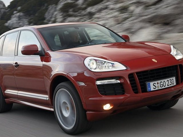 One of You Maniacs Needs to Buy This Porsche Cayenne GTS With a Manual Transmission