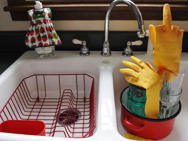 Moisturize Your Hands While Doing Dishes