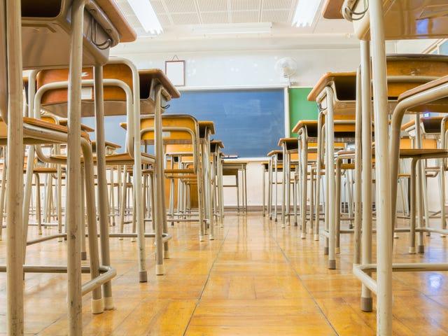 Alabama Lise Öğretmeni, Öğrencilerin Sınıfında Tüpac Oynadıklarından Racial Slur Kullanmayı Kabul Ediyor